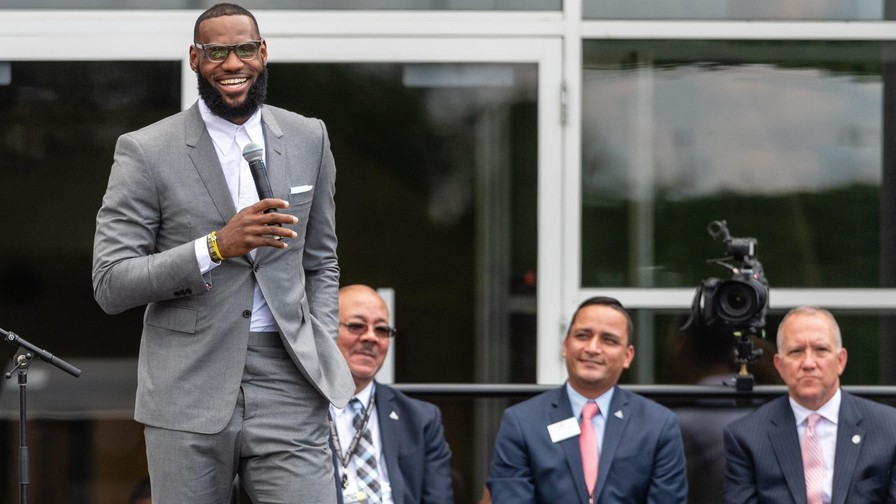 26d0859283df President Trump feuds with NBA s Lebron James - Knowhere