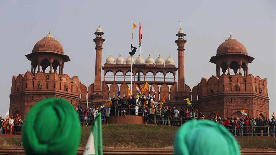 One dead, hundreds injured after protesting Indian farmers storm Red Fort in Delhi